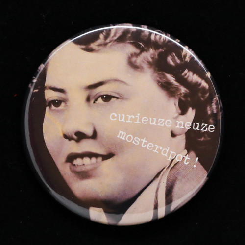 Badge Curieuze neuze Red orb Creations