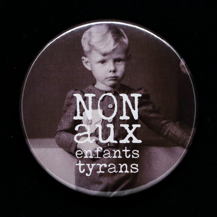 Badge tyrans Red Orb Créations